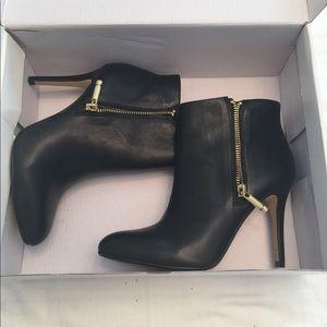 Banana Republic beautiful shoes